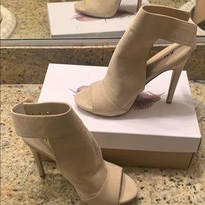 Used beige heel (JusFab)
